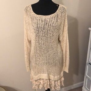 Adorable lightweight sweater tunic style top